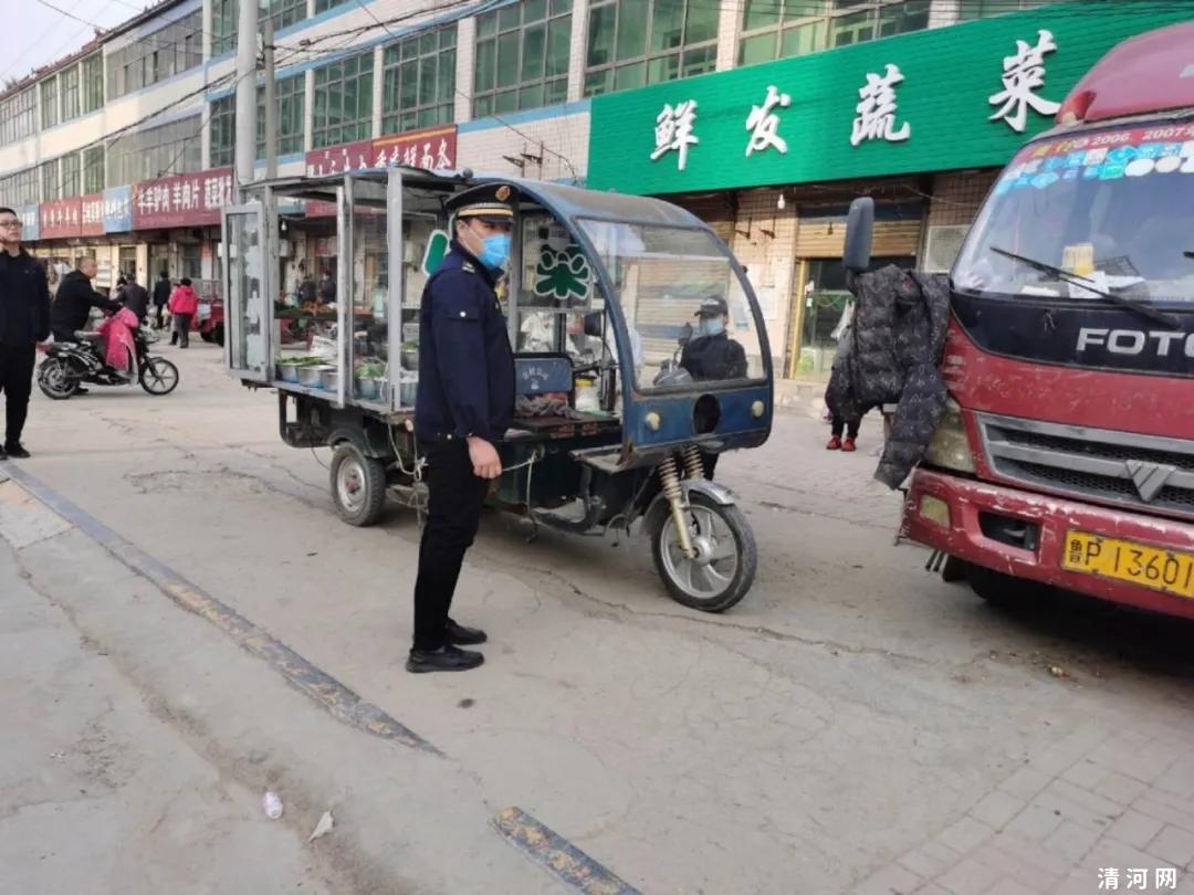 城管执法局将长江街,三羊街,运河街,嵩山路,赣江街等流动摊点一 一处理