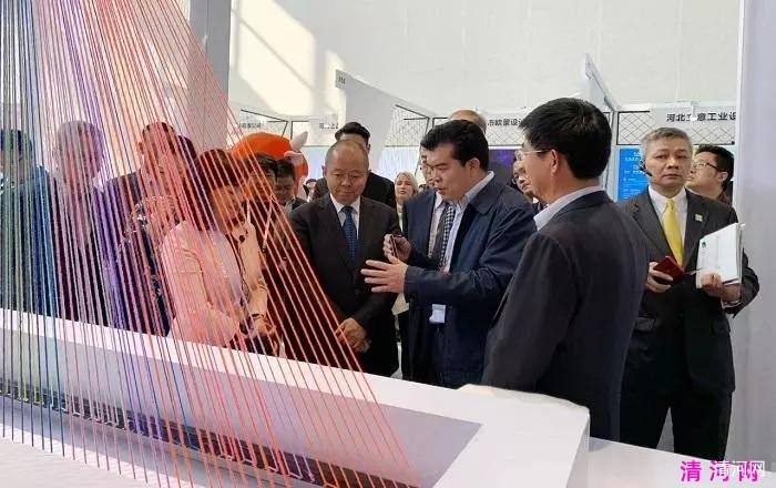 国家工信部副部长王江平等参观展区