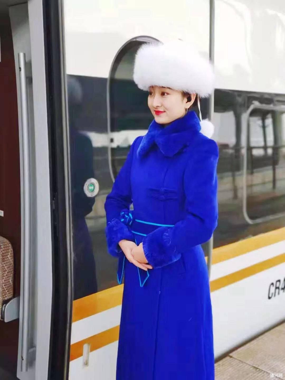 高铁乘务员