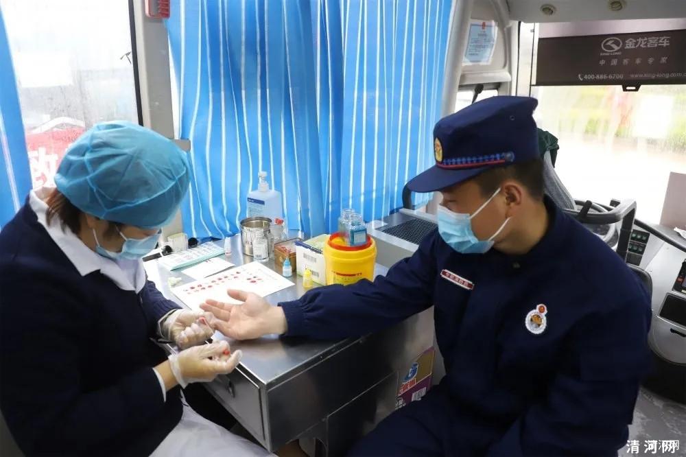 清河县机关干部踊跃无偿献血