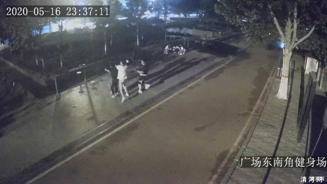清河宋某某、郭某某、谢某某三人酒后在新世纪广场调戏纠缠两名年轻女子并殴打劝阻者被刑事拘留!