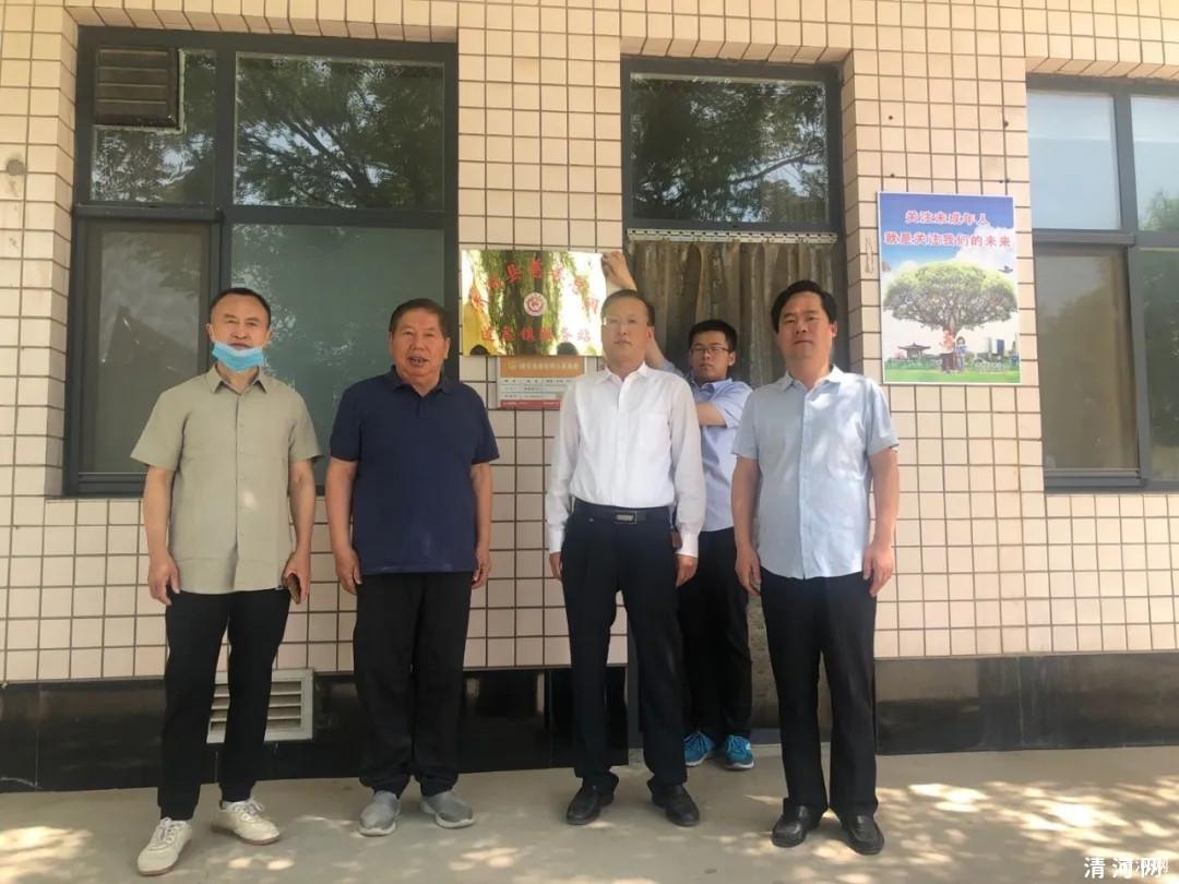近日,清河县慈善总会连庄镇服务站挂牌成立